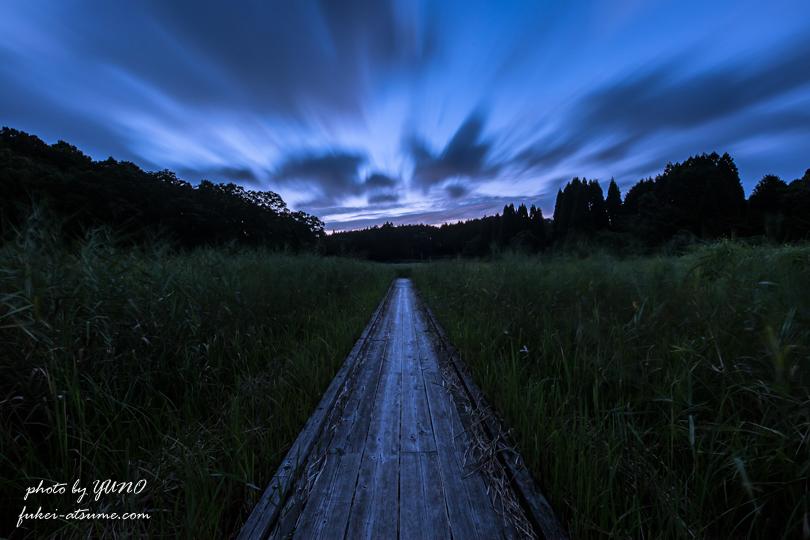 夜明け・早朝・暁・曙・未明・雲・夜明けへと続く道