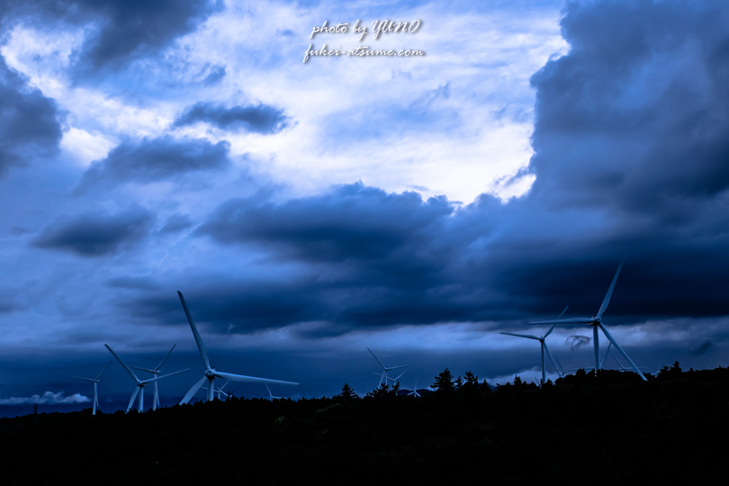 三重県・伊賀市・津市・青山高原・風車・暗雲・光を信じて