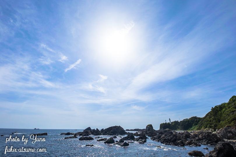 和歌山県東牟婁郡串本町・潮岬灯台・空と海・青空・紀伊半島南端・太陽