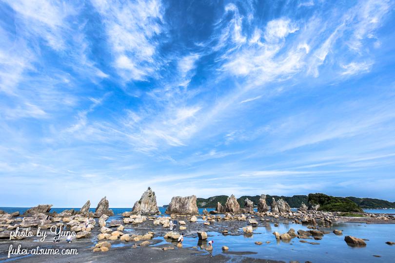 和歌山県東牟婁郡串本町・橋杭岩・青空・雲・青と白