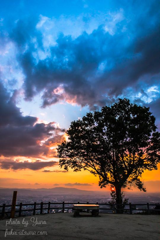 奈良・奈良公園・若草山・夕景・夕暮れ・夕焼け・日没・日の入り・夕日